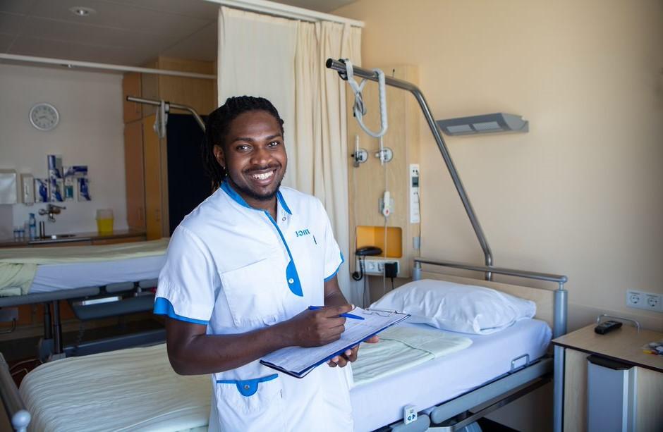 Vluchteling krijgt steuntje in de rug richting opleiding verpleegkunde