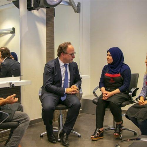 Minister Koolmees in gesprek met vluchteling-studenten